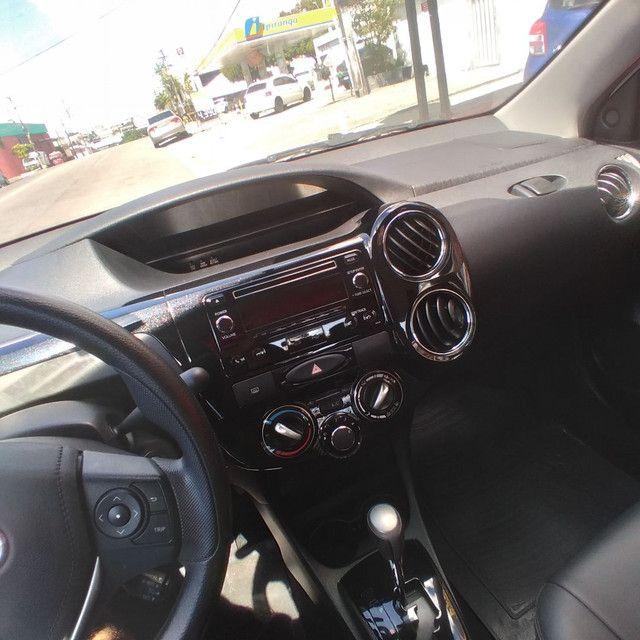 Toyota Etios sedan 1.5 2018 Completo financia se com entrada 15.000  - Foto 6