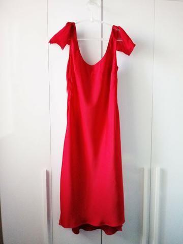 Vestido vermelho clássico