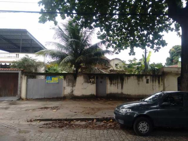 Casa Linear em ótima localização, quintal com anexo e garagem para 3 carros - Foto 2