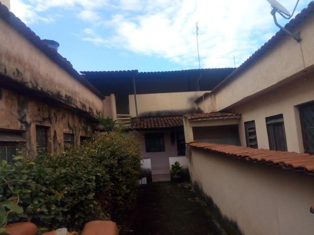 Excelente imóvel para investimento com 03 moradias no bairro São Salvador