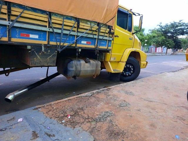 Vende-se Caminhão Truck 1618 Graneleiro - Foto 4