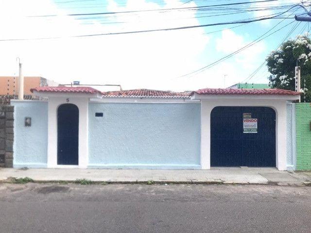 Casa em Lagoa Nova com 4/4 sd 2 suítes Próximo ao Hospital do Coração
