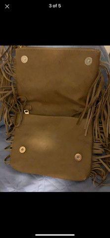 Bolsa marrom de couro fake com franja  - Foto 3