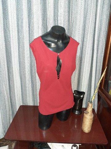 Blusa em Crepe Vermelha NOVA - Tam. M - Foto 3