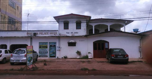 Hotel + 3 casas no centro de Santana