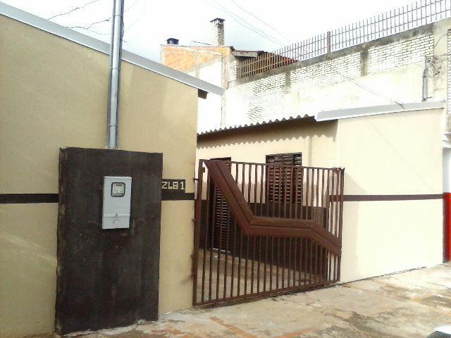 Kitnet com três peças na avenida principal do Bairro Zé Pereira