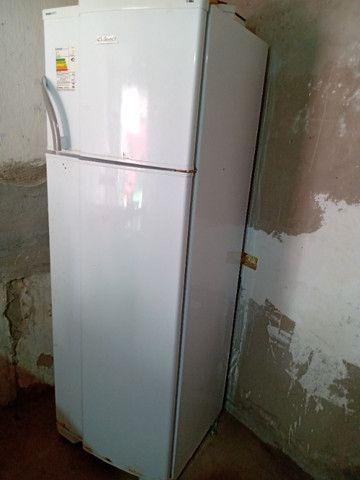 Vendo uma geladeira funcionando perfeitamente - Foto 3