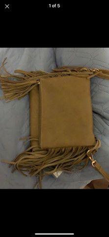 Bolsa marrom de couro fake com franja