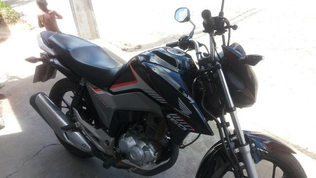Vendo uma moto titan Ex 160cc 9.200