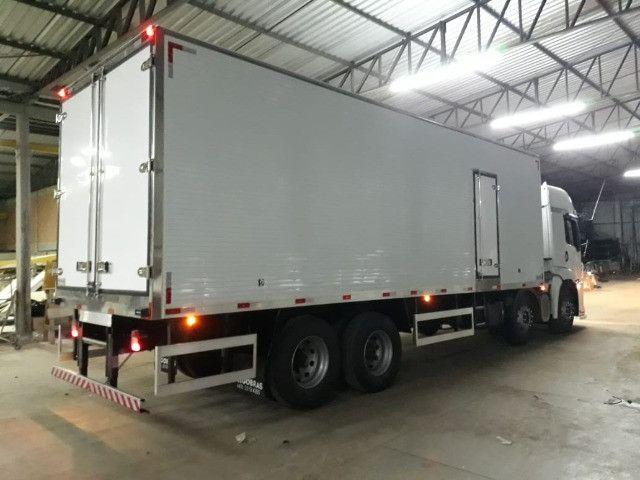 Bau refrigerado caminhoes bi truck 16 paletes Mathias Implementos - Foto 6