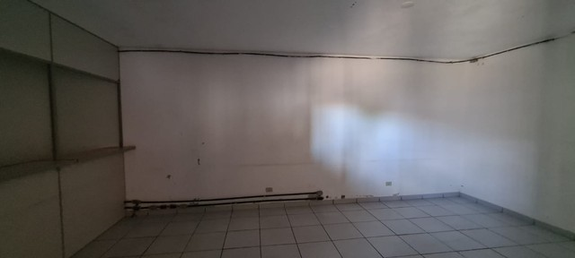 Alugo ou vendo- Barracão com pátio grande, no Jd. Novo Bongiovani em P. Prudente- SP - Foto 8