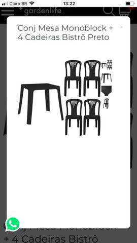 Cadeiras plásticas só vendo o jogo completo
