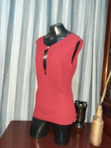 Blusa em Crepe Vermelha NOVA - Tam. M - Foto 5
