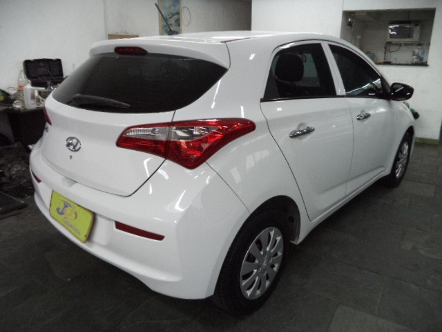 Hyundai HB20 Confort Plus 1.6 16v Flex Mec Completo 2014 Branco - Foto 9
