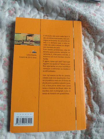 Livro O menino que caiu no buraco - Foto 2