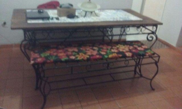 vendo mesa de ferro fundido e Madeira. - Foto 2