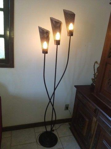 luminária de chão três braços anos 80 de ferro 1,68  - Foto 4