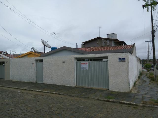 Ótima casa de esquina no bairro Dinamérica