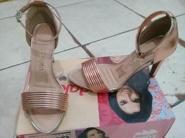 Vendo sandália Dakota salto quadrado n 33 e salto fino n 34