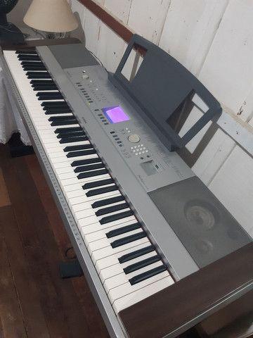 Piano eletrônico modelo Yamaha Portable Grand DGX640  - Foto 2