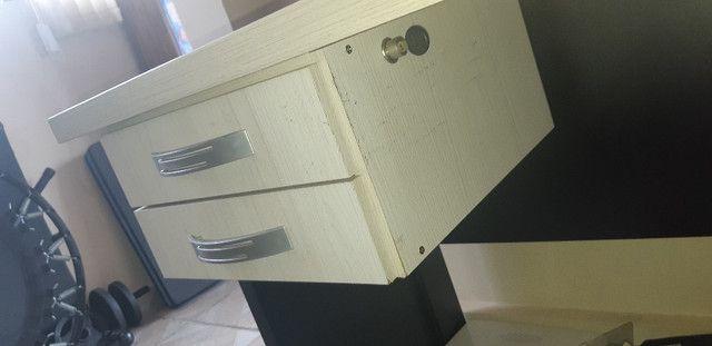 Escrivaninha com duas gavetas (160 x 60cm) - Foto 3