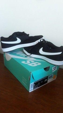 Lindo tênis Nike SB em camurça!