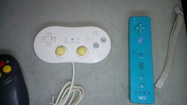 Controles originais de video game e multitap - Foto 2