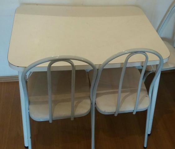 Barbada Mesa em fórmica com 2 cadeiras