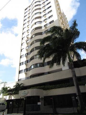Apto na melhor coluna, med. 94m², com armários embutidos, 12º andar, no Ed. Santorine