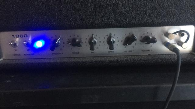 Amplificador Bugera 150w 100% valvulado + 2x12
