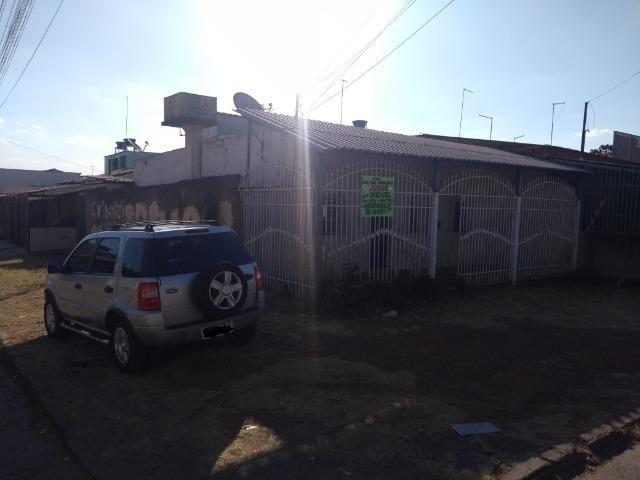 Qno 16 esquina - casa de 03 qts + casa de fundos - Foto 2