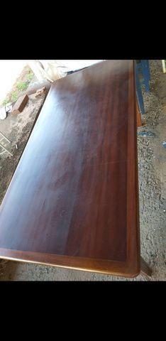 Vendo mesa com 6 cadeiras todas em madeira maciça - Foto 4
