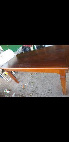 Vendo mesa com 6 cadeiras todas em madeira maciça - Foto 3