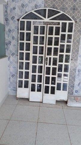 Vendo Porta em excelente estado! Retirar no Bairro Santa Rita - Gov. Valadares! - Foto 2