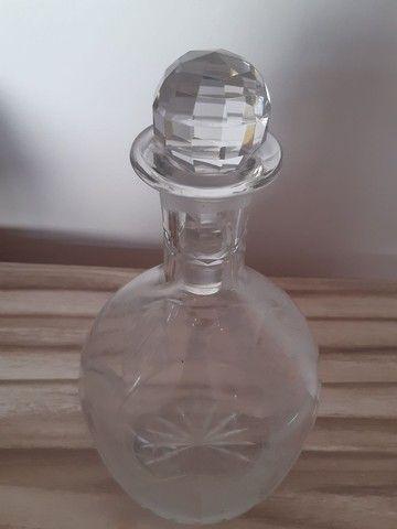 garrafa antiga de vidro trabalhado - Foto 6