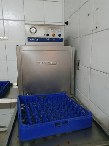 Máquina de lavar industrial marca Hobart