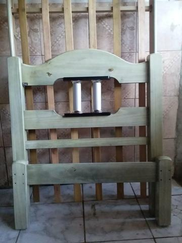 Uma cama de solteiro