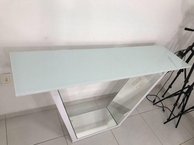 Aparador tampo de vidro espelho por dentro 1.35x80 - Foto 2