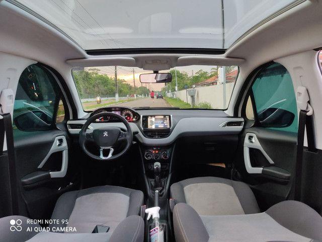 Peugeot 208 Allure 1.5 com teto panorâmico