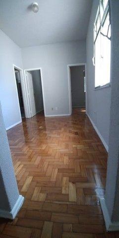 Apartamento de 2 quartos com área de serviço no Eng. de Dentro