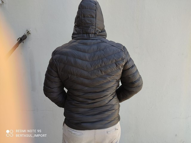 Jaqueta de inverno unissex. <br>Super quente. <br>Reversível.<br>Preta  - Foto 2