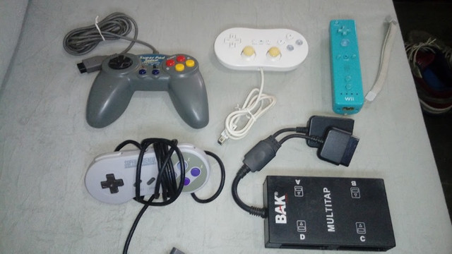 Controles originais de video game e multitap
