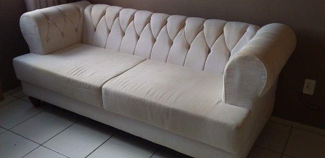 Belíssimo sofá capitonê em linho off white