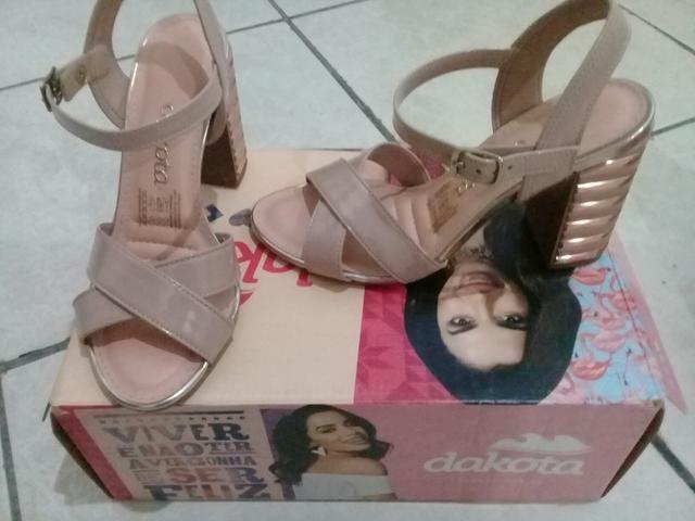 Vendo sandália Dakota salto quadrado n 33 e salto fino n 34 - Foto 2