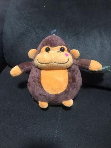 Macaco de pelúcia novo.