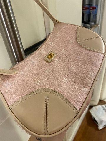 Mini bolsa monograma victor hugo rosa - Foto 2