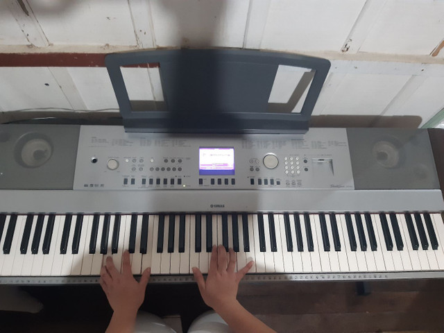 Piano eletrônico modelo Yamaha Portable Grand DGX640  - Foto 3
