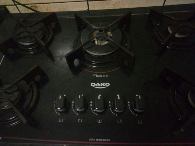 Fogão cooktop com armário de aço Itatiaia.