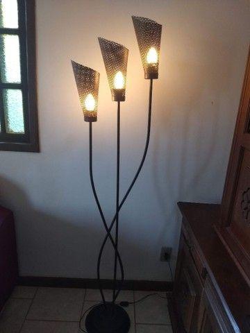 luminária de chão três braços anos 80 de ferro 1,68