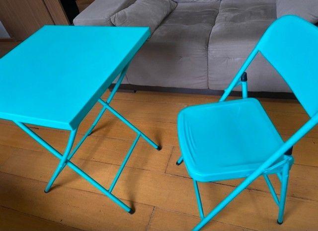 Mesa com cadeira de aço